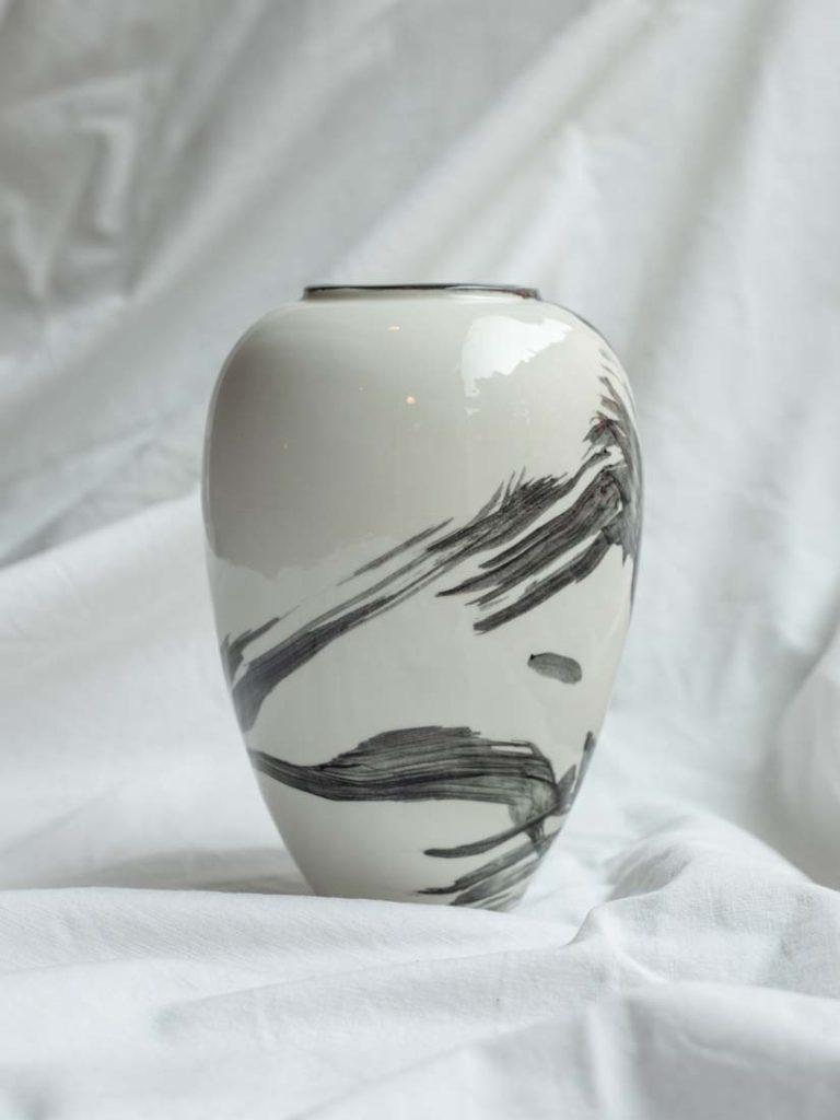 jap. brush black - vase